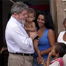 LULA JUNTO A UNA FAMILIA BRASILEÑA