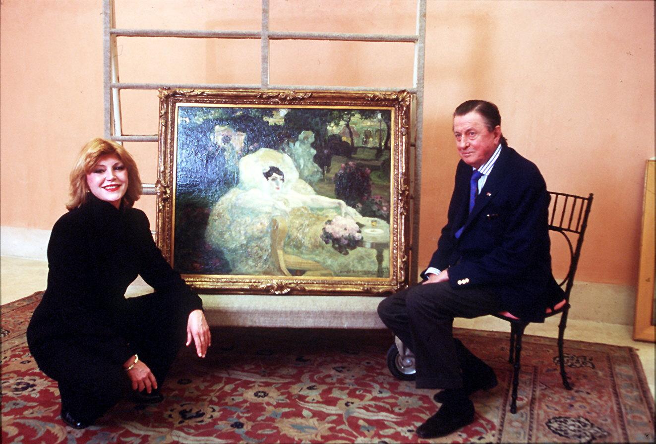 Carmen Cervera y su marido, el barón Hans Heinrich von Thyssen- Bornemisza, ante un cuadro de su famosa colección de arte./ BERNARDO PÉREZ