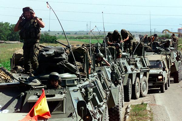 Primer-convoy-del-Ejército-de-España-que-participa-en-las-KFOR-en-1999
