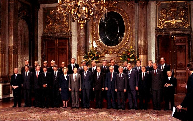Bundesarchiv_B_145_Bild-F075760-0010,_Brüssel,_Sitzung_des_Europarates