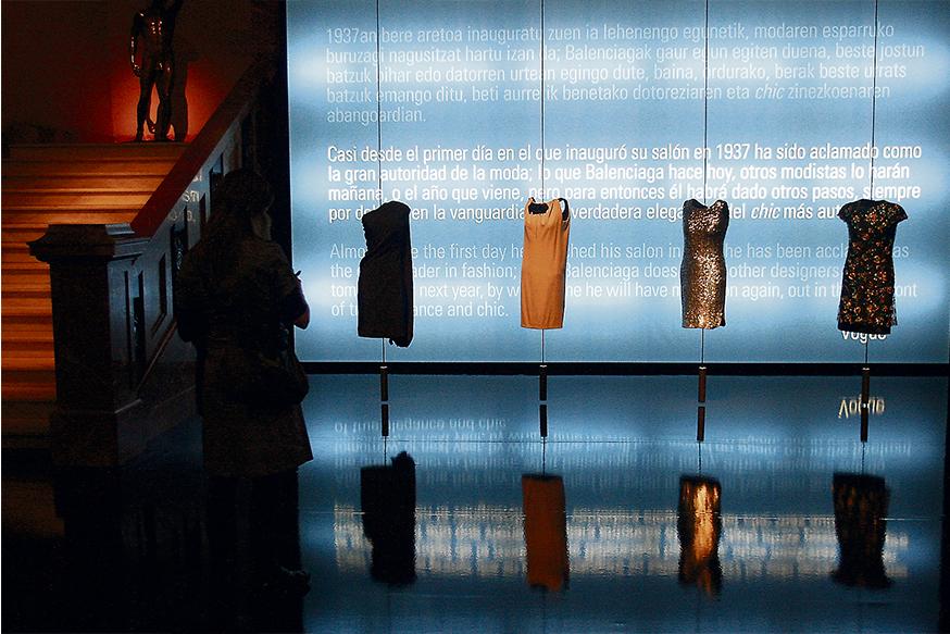 Exposición de Balenciaga en Bilbao. / LUIS ALBERTO GARCÍA